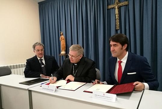 El Obispado firma un convenio con la Junta para la rehabilitación de viviendas de  alquiler social
