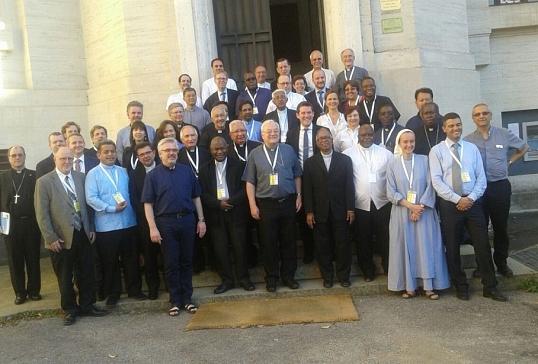 El obispo de Astorga participa en un Simposio Internacional sobre Migrantes y Refugiados