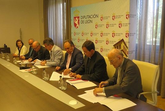 Firma con la Diputación de León el convenio de bienes muebles e inmuebles
