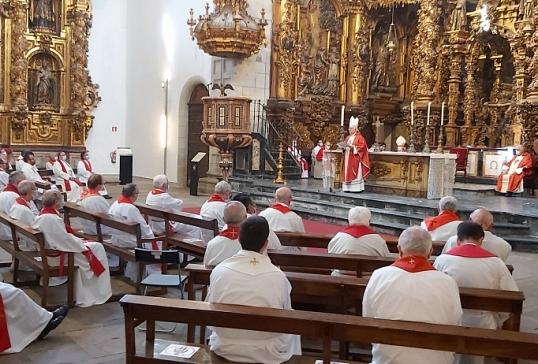 LA ARCHIDIÓCESIS DE SANTIAGO HOMENAJEA Y DESPIDE A D.JESÚS FERNÁNDEZ