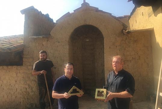 Apertura del horno de Jiménez con la primera partida de ladrillos diseñados por Gaudí