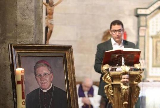Avilés despide con emoción a D. Juan Antonio