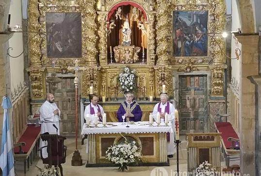 Los vidrialeses rindieron un emocionado homenaje al Obispo de Astorga