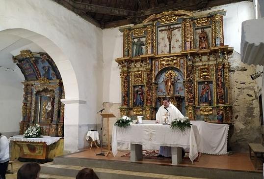 La iglesia de Alixio ya tiene reparados sus dos retablos