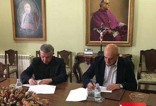 La diócesis firma un convenio de colaboración con Cruz Roja de Valdeorras